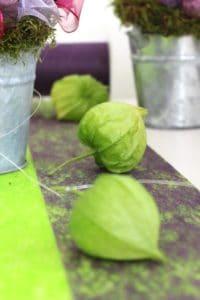 Herbstdeko mit Dekovlies gruen und lila -